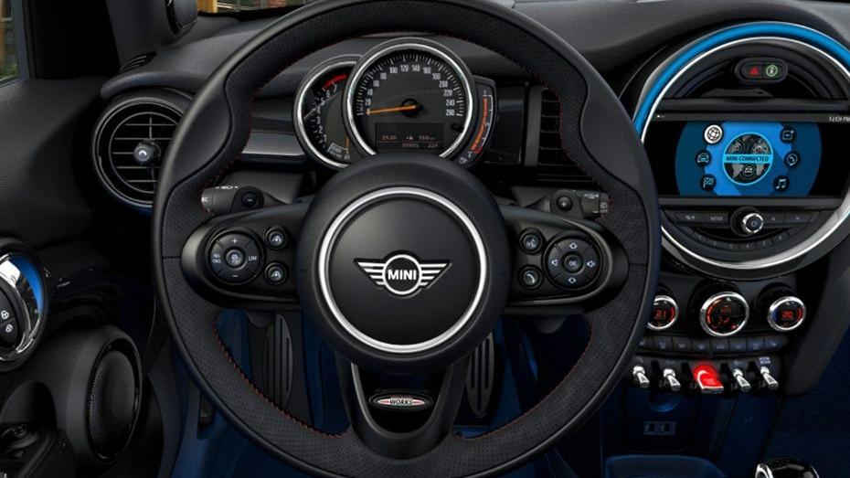 MINI 5 Door 2019 Interior 002