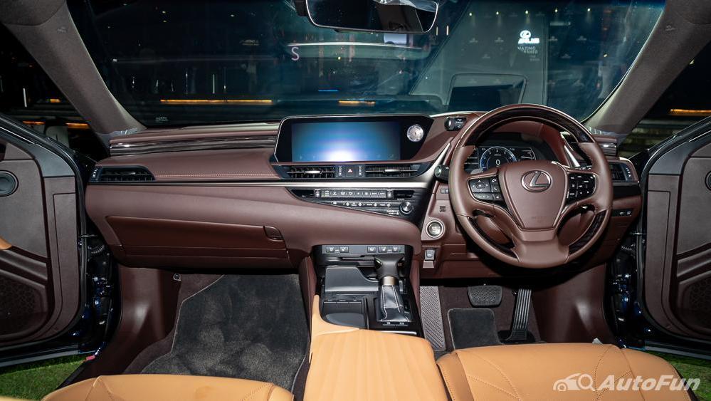 Lexus ES 2019 Interior 001