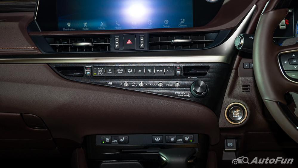 Lexus ES 2019 Interior 010