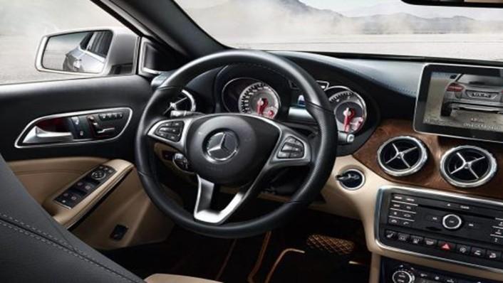 Mercedes-Benz GLA-Class 2019 Interior 002