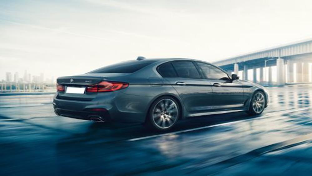 BMW 5 Series Sedan 2019 Exterior 004