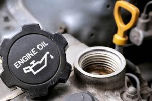Rekomendasi 5 Oli yang Cocok untuk mobil Daihatsu Sigra dan Toyota Calya, Awas Jangan Asal Isi!