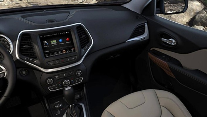 Jeep Cherokee 2019 Interior 009