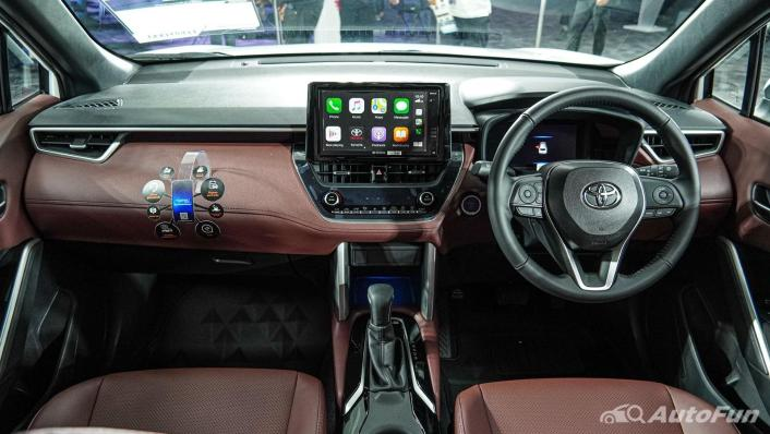 Toyota Corolla Cross Hybrid Interior 001