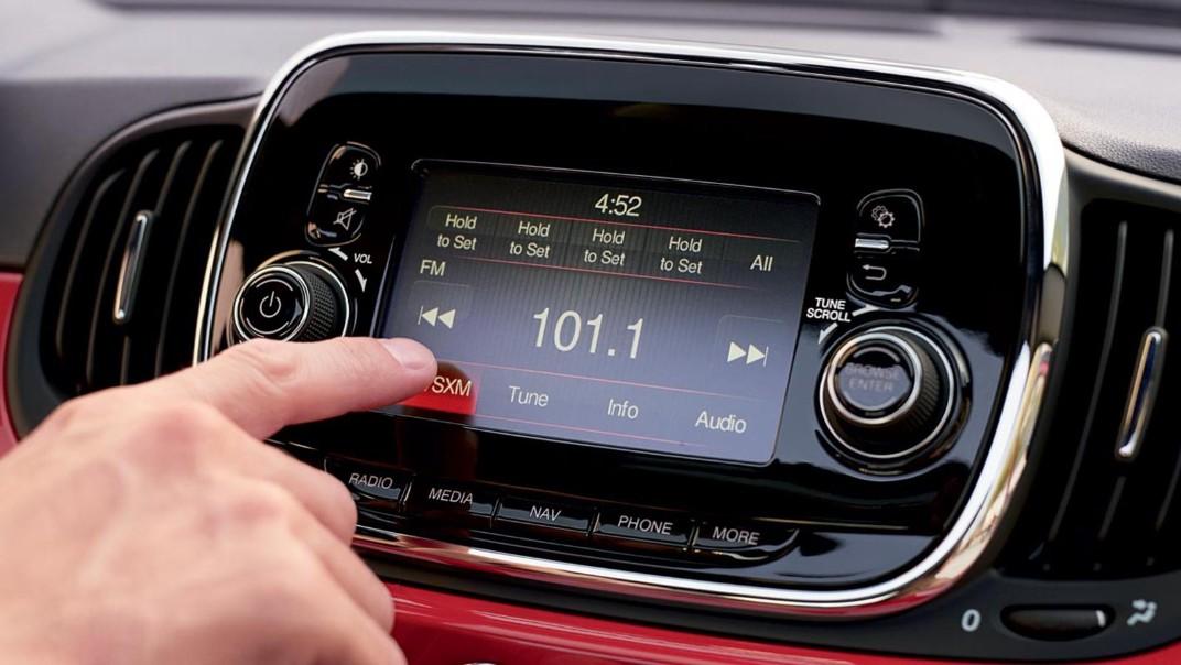 Fiat 500c 2019 Interior 012