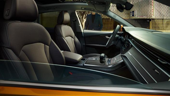 Audi Q8 2019 Interior 003