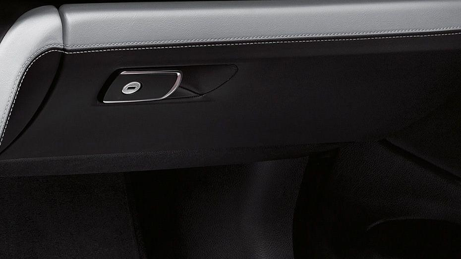 BMW M4 Coupe 2019 Interior 010
