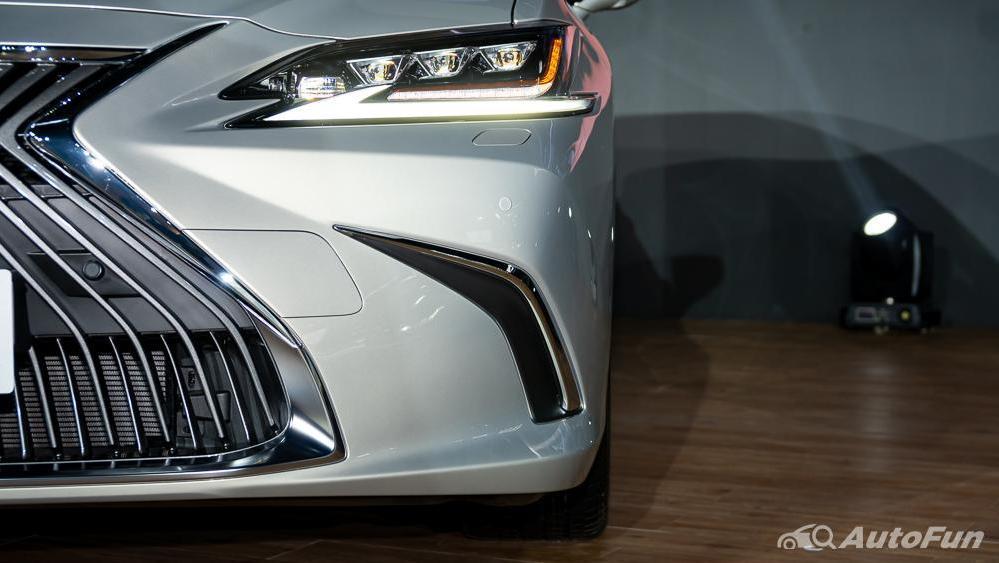 Lexus ES 2019 Exterior 019