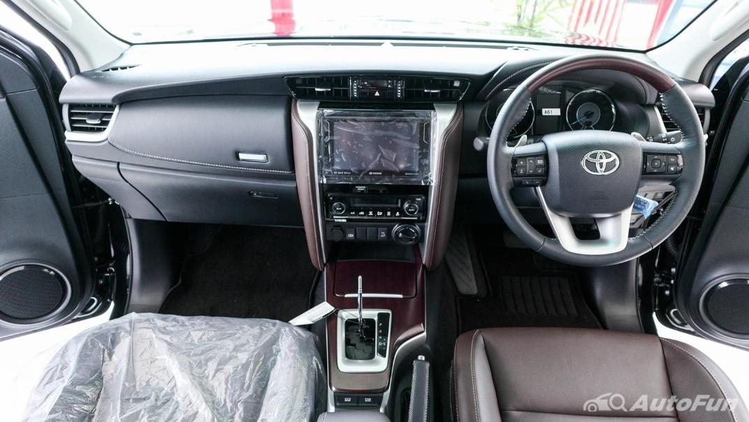 Toyota Fortuner 2019 Interior 001