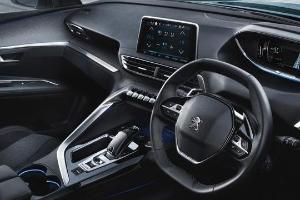 Selisih Rp1 Juta, Apa Saja Perbedaan Fitur Keselamatan Peugeot 5008 vs Mazda CX-8?