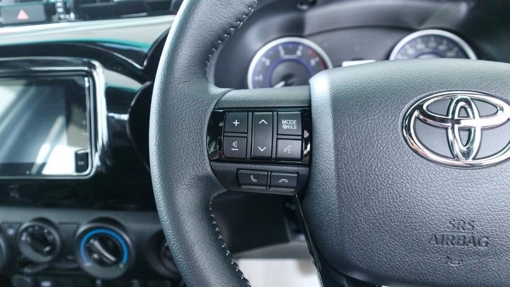 Toyota Hilux 2019 Interior 007