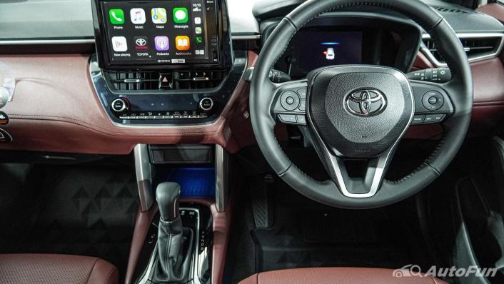 Toyota Corolla Cross Hybrid Interior 005