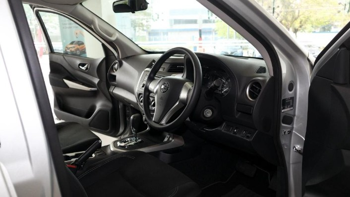 Nissan Navara 2019 Interior 002