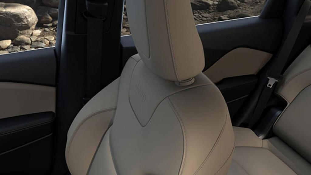 Jeep Cherokee 2019 Interior 013